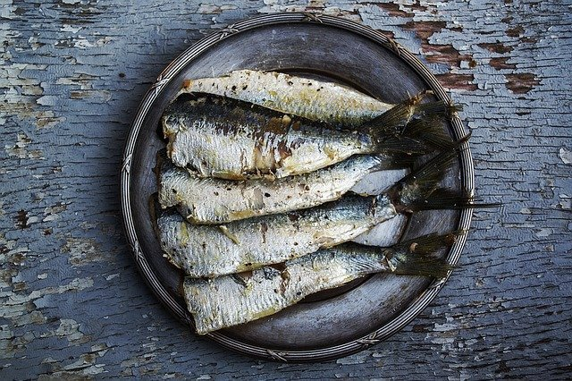 Consume Omega 3 rich foods 3 times a week / Image by DanaTentis from Pixabay