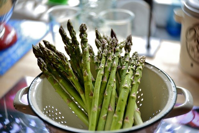 Most asked questions about the benefits and side effects of Asparagus.