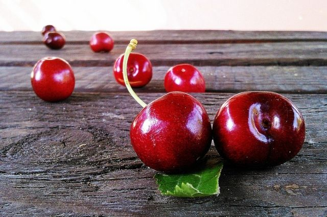 Most asked questions about the benefits and side effects of cherries.