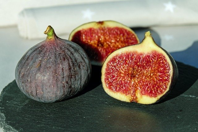 Most asked questions about the benefits and side effects of figs.