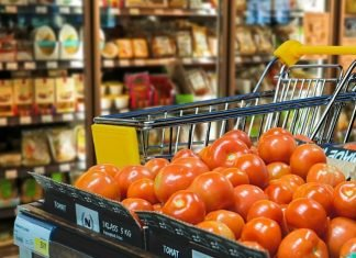 Are canned tomatoes healthier than fresh tomatoes?
