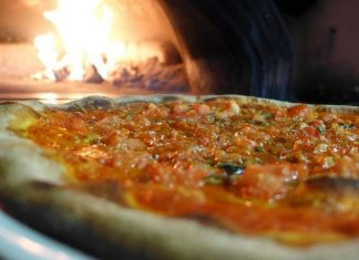 Bake your pizza in the oven on a pizza stone - How to use a pizza stone