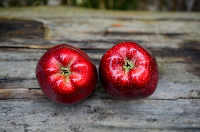 Apples are Healthy Foods for Losing Weight
