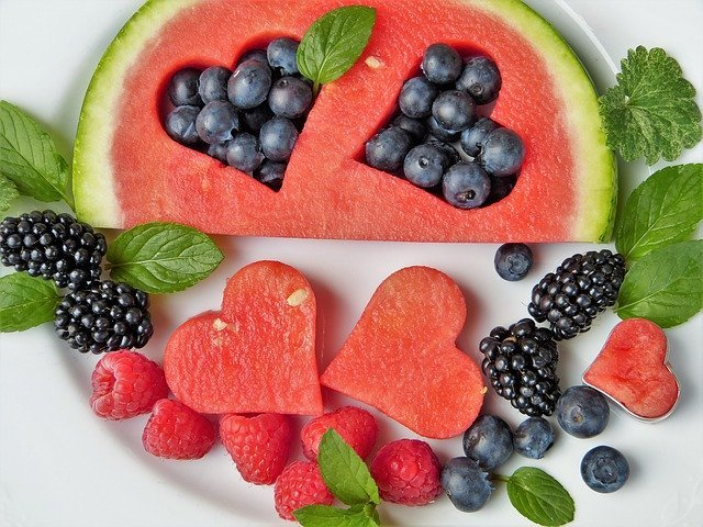 Fruits are Healthy Foods for Losing Weight