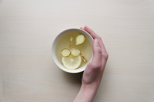 Lemon Ginger Tea is Healthy Drinks for Losing Weight