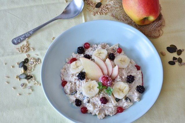 Oatmeal is a Healthy Food for Losing Weight