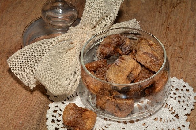 Dried figs are rich in calcium content.