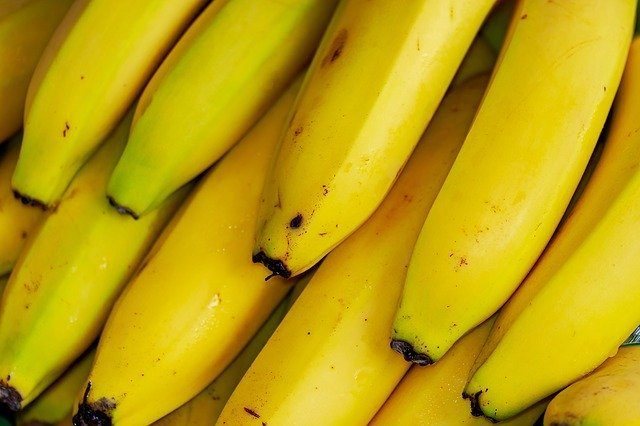Bananas are foods with high copper content.