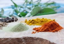 What is the difference between green red and yellow curry paste