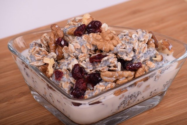 Almonds and oatmeal are home remedies for heartburn