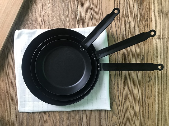 Cleaning cast iron pan