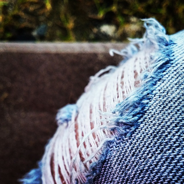 How to fray jeans - DIY Fraying jeans