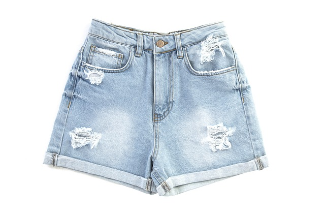How to make frayed jeans shorts