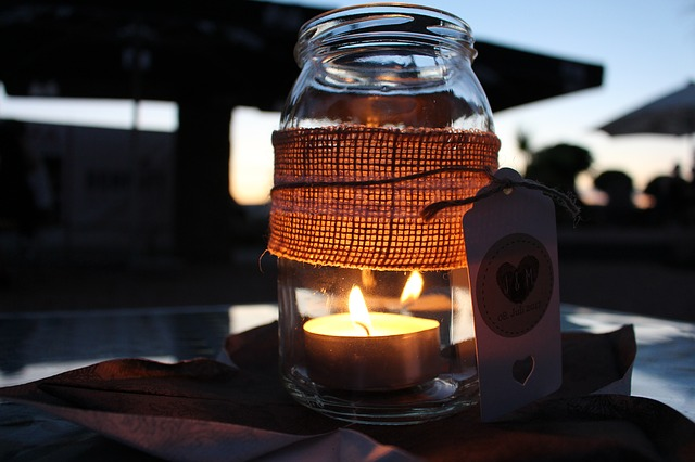 Making anti-mosquito candles and scented candles yourself