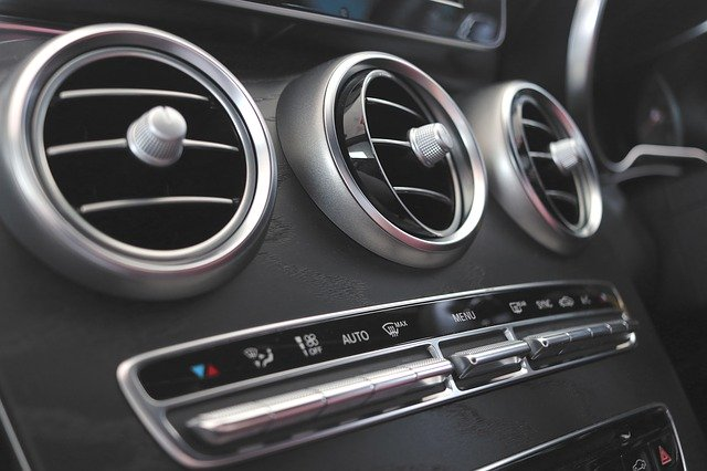 Why does the air conditioning in the car stink, and what to do about it
