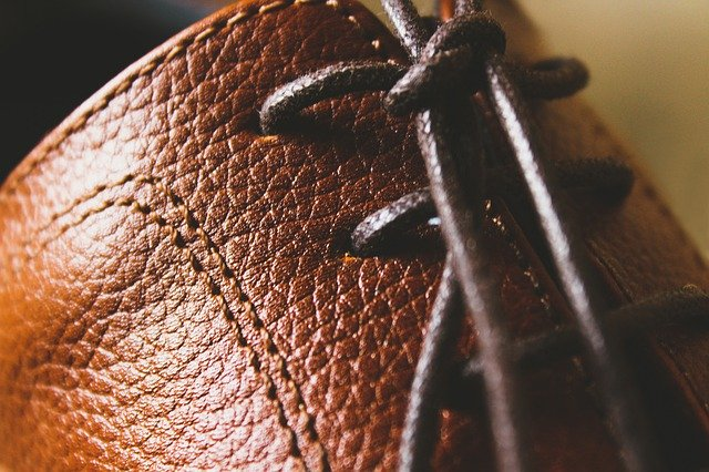 Widen leather shoes correctly