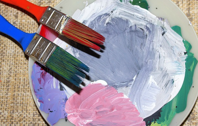Color type and bristle composition of paint brushes