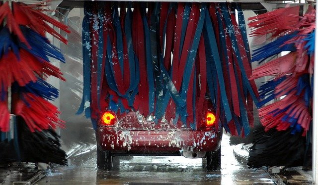 Is car washes danger for the windshield wipers