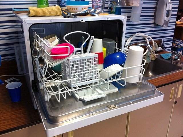 Descaling dishwasher with vinegar