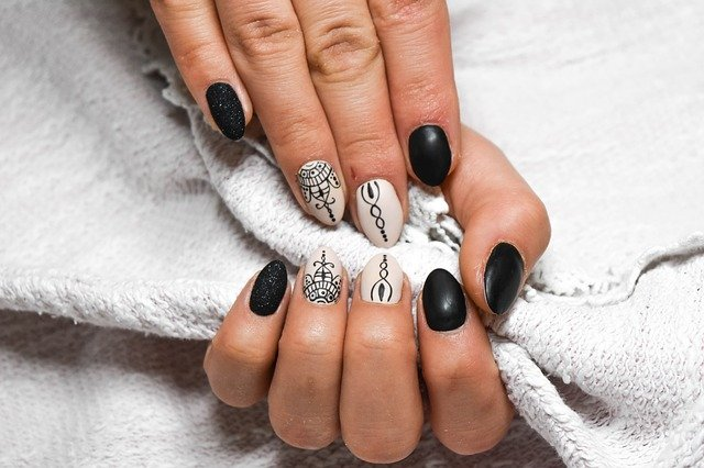 In 9 steps, how to dry nails quickly