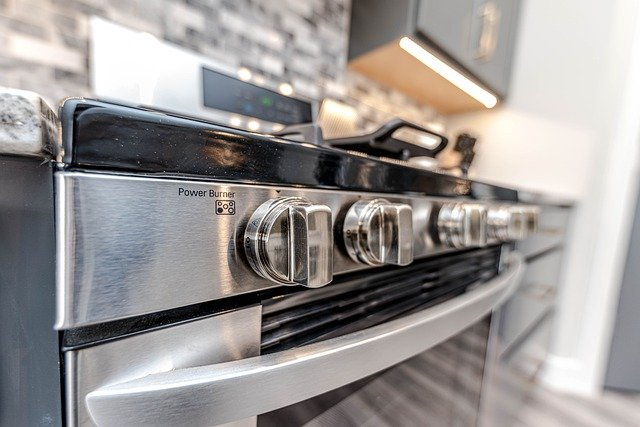 What is a pyrolytic oven, and how does a pyrolysis oven work?