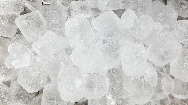ice cubs for distilling water